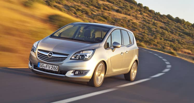 El Opel Meriva es un monovolumen de tamaño pequeño de concepción similar al Hyundai ix20 o el Ford B-MAX, destacando en el modelo de Opel el uso de puertas traseras con apertura opuesta al sentido de apertura de las delanteras para facilitar el acceso a las tres plazas posteriores