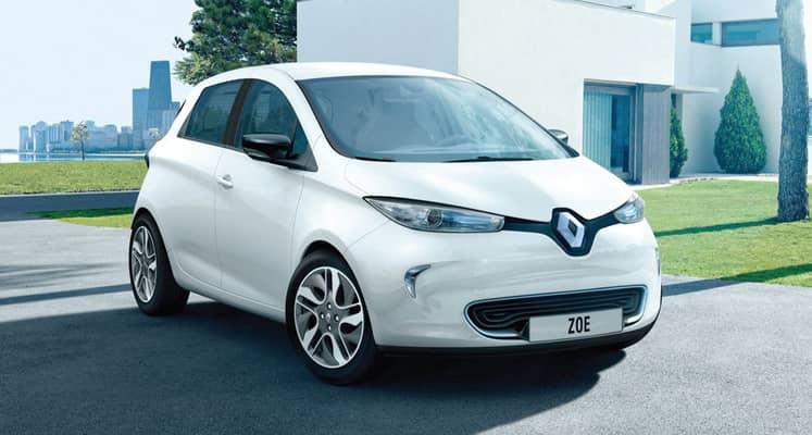 El Renault ZOE es un vehículo eléctrico de estética diferenciada que en la última actualización declara una autonomía de hasta 400 km. Tiene cinco plazas, un maletero correcto y unas posibilidades de equipamiento normales