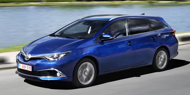 El Toyota Auris Touring Sports es un familiar derivado del compacto Auris, que añade versatilidad y espacio adicionales.