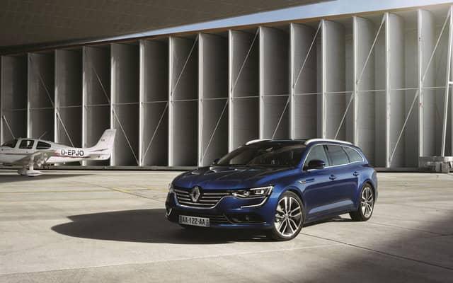 La apuesta de Renault para el segmento D es fuerte, con una berlina personal y bien terminada. Puede tener mucho equipamiento y sus motores no gastan mucho. El maletero tiene 574 litros