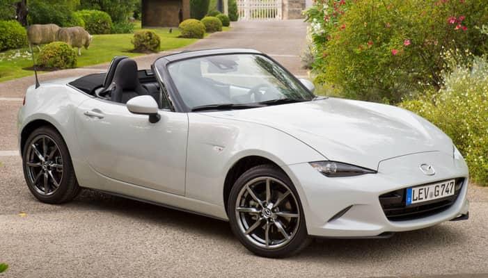 El Mazda MX-5 es un descapotable biplaza de carácter deportivo que se encuentra disponible sólo con techo de lona de accionamiento manual