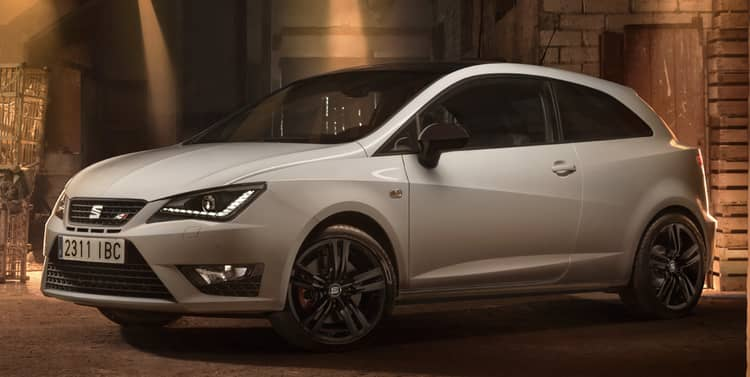 El SEAT IBIZA Cupra es una version especial (sólo disponible con 3 puertas) compatible con el día a día con 192 CV y cambo manual de seis velocidades