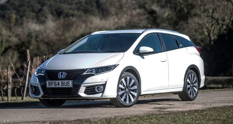 El Honda Civic es un compacto del tamaño de un Volkswagen Golf. Existe en carrocerías de 5 puertas compacto y familiar.