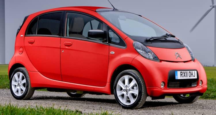 El Citroën C-Zero es idéntico al Mitsubishi i-MIEV y el Peugeot iOn