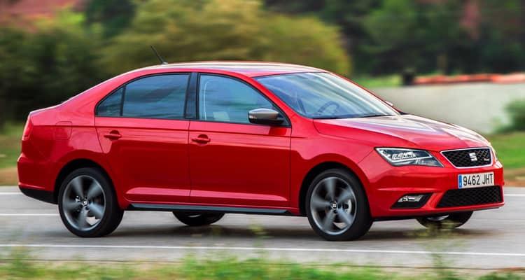 El SEAT Toledo es una berlina compacta que se comercializa únicamente en carrocería de 5 puertas. Acaba de recibir una actualización que añade nuevos motores Euro 6 y más posibilidades de equipamiento. Comparte muchos elementos con el Skoda Rapid y ambos se fabrican en la República Checa.