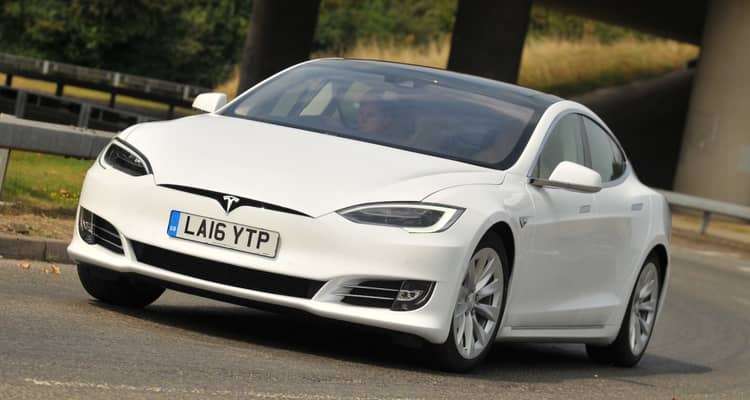 El Tesla Model S es el eléctrico a baterías con mayor autonomía que está a la venta en España desde 83.000 €.