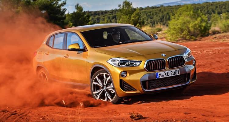 La alternativa más dinámica de BMW en el segmento de los crossovers compactos es el X2, un nuevo integrante que pierde cierta versatilidad frente al X1 pero gana en imagen deportiva. Comparten muchos elementos y la gama, eso sí, es algo limitada en una primera etapa comercial